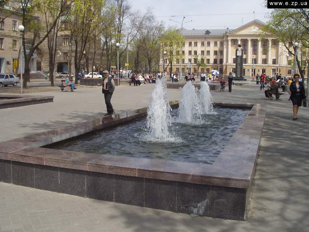 Фотки к посту. Проспект города Запорожье - его достопримечательность.
